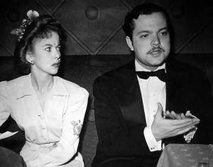 Ida Lupino and Orson Welles presiding at Victory Dinner fundraiser, Nov 10, 1941